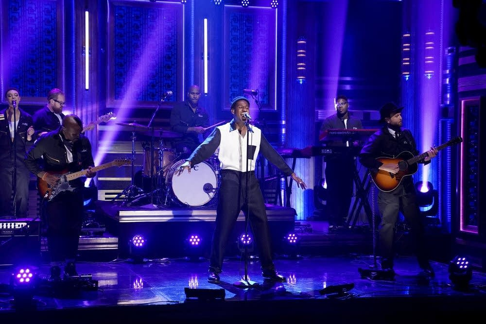 Leon Bridges performs on 'The Tonight Show Starring Jimmy Fallon'