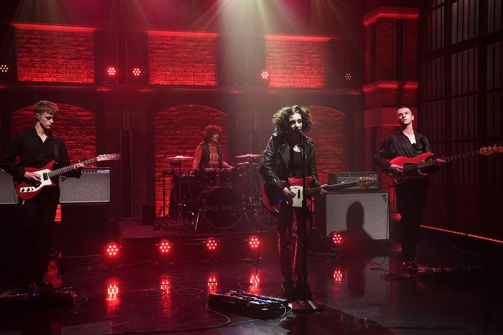 Pale Waves perform on 'Late Night with Seth Meyers'