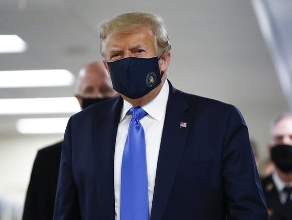 President Trump wears a mask