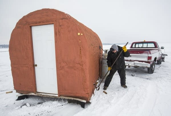 John Odle, Jr., preps ice houses.
