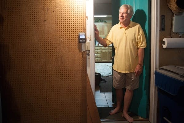 Keith Kuby tests his home for radon