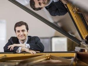 Pianist Kenny Broberg