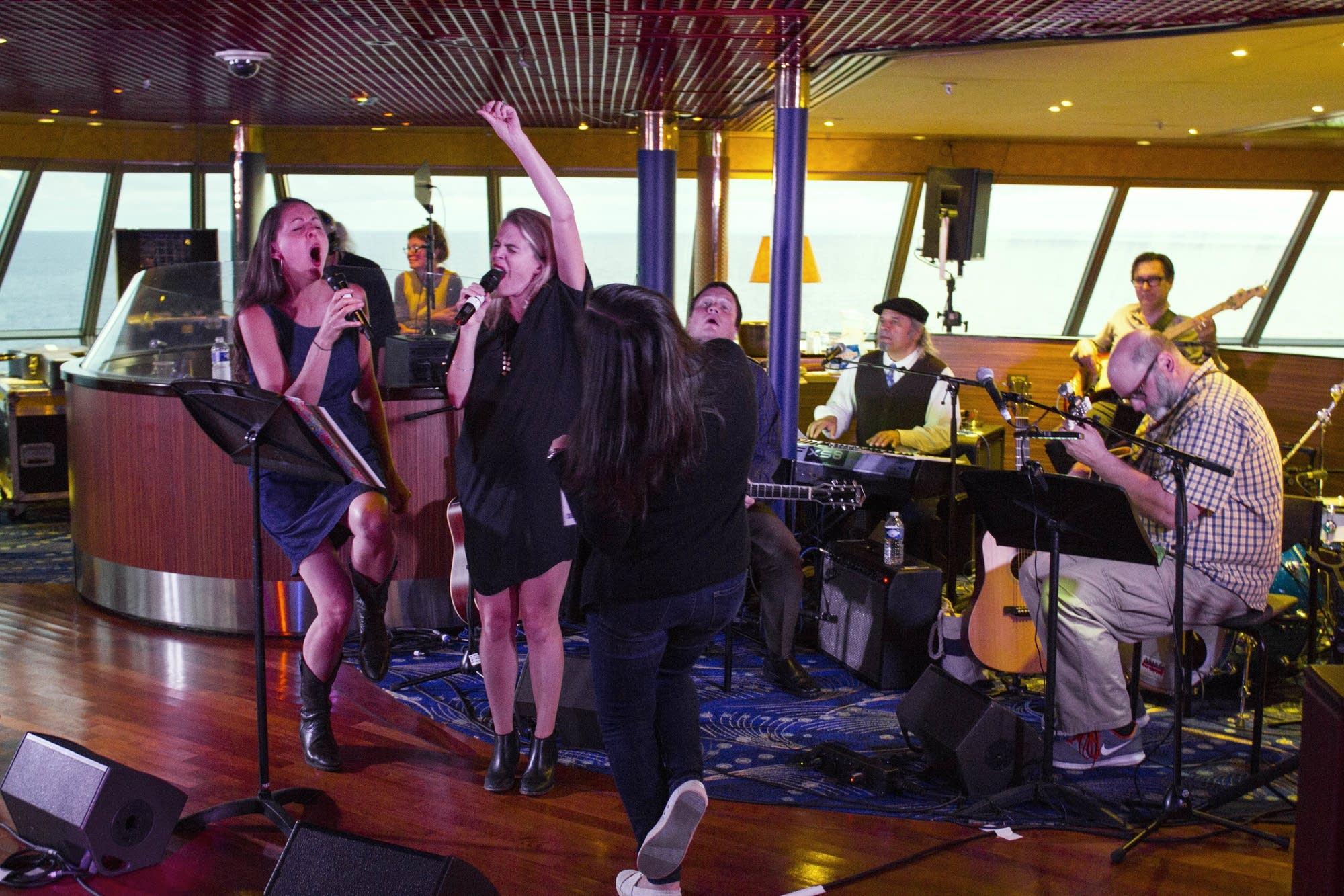 Oslo - 38 - Heather, Aoife, Christine, band