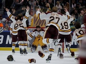 Minnesota Duluth Bulldogs celebrate