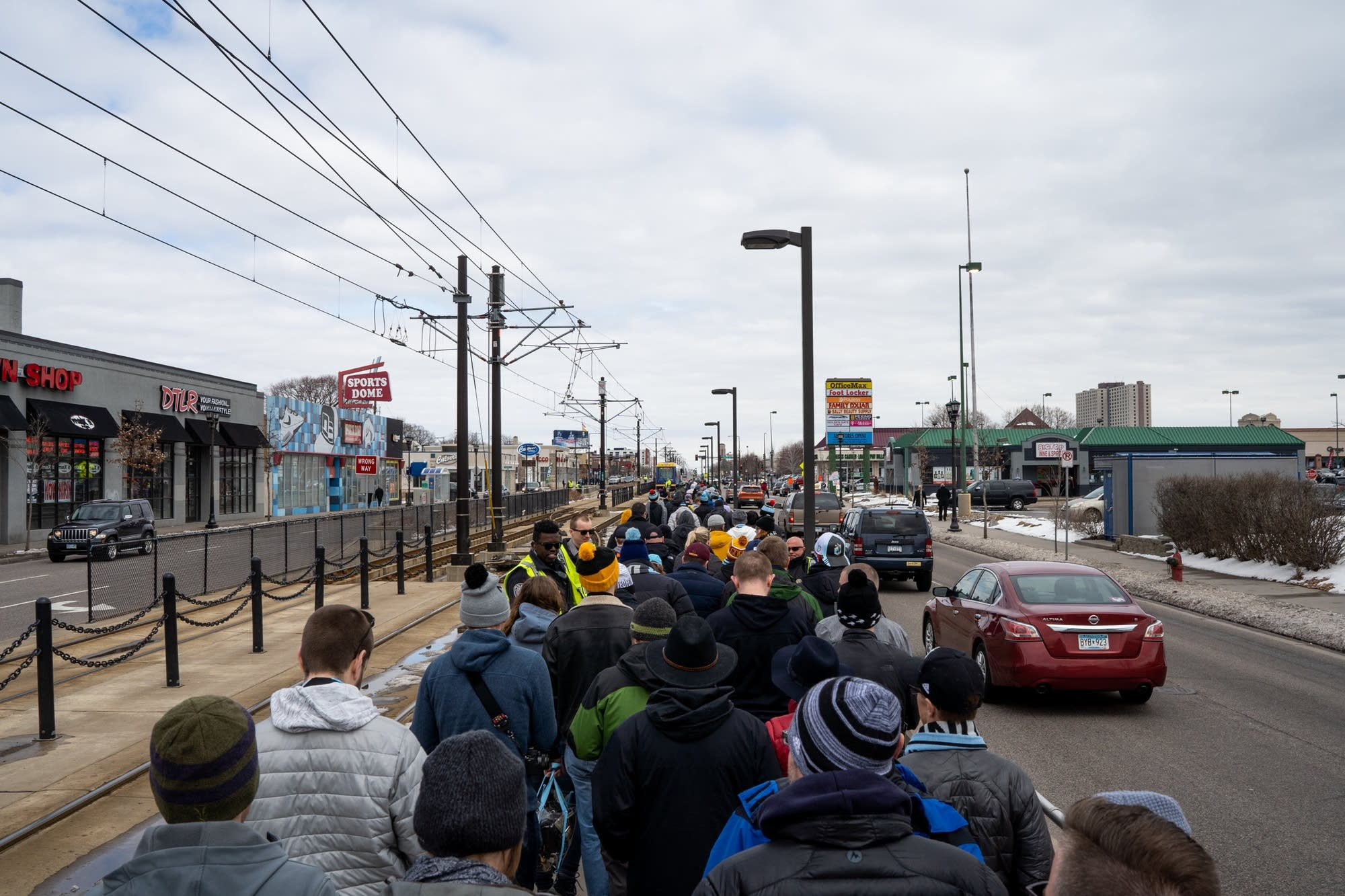 Minnesota United fans crowd the Snelling Ave. light rail platform.