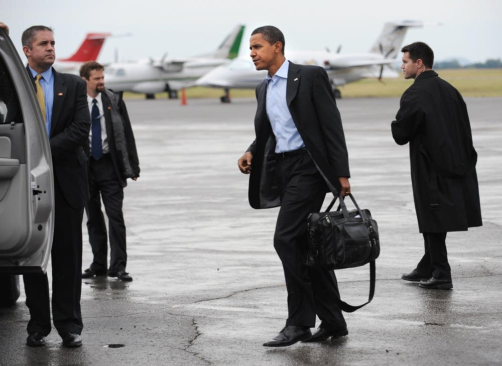 Barack Obama arrives in Nashville