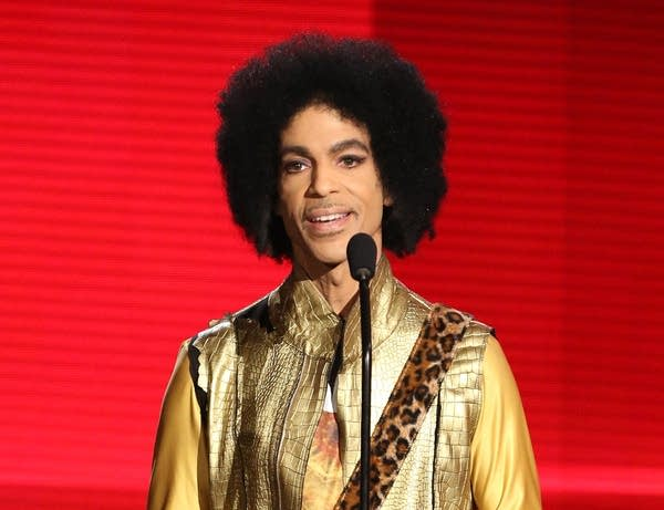 Prince presents the award for favorite album.
