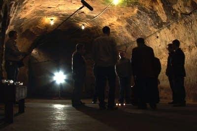 94571e 20101130 cantus caves2