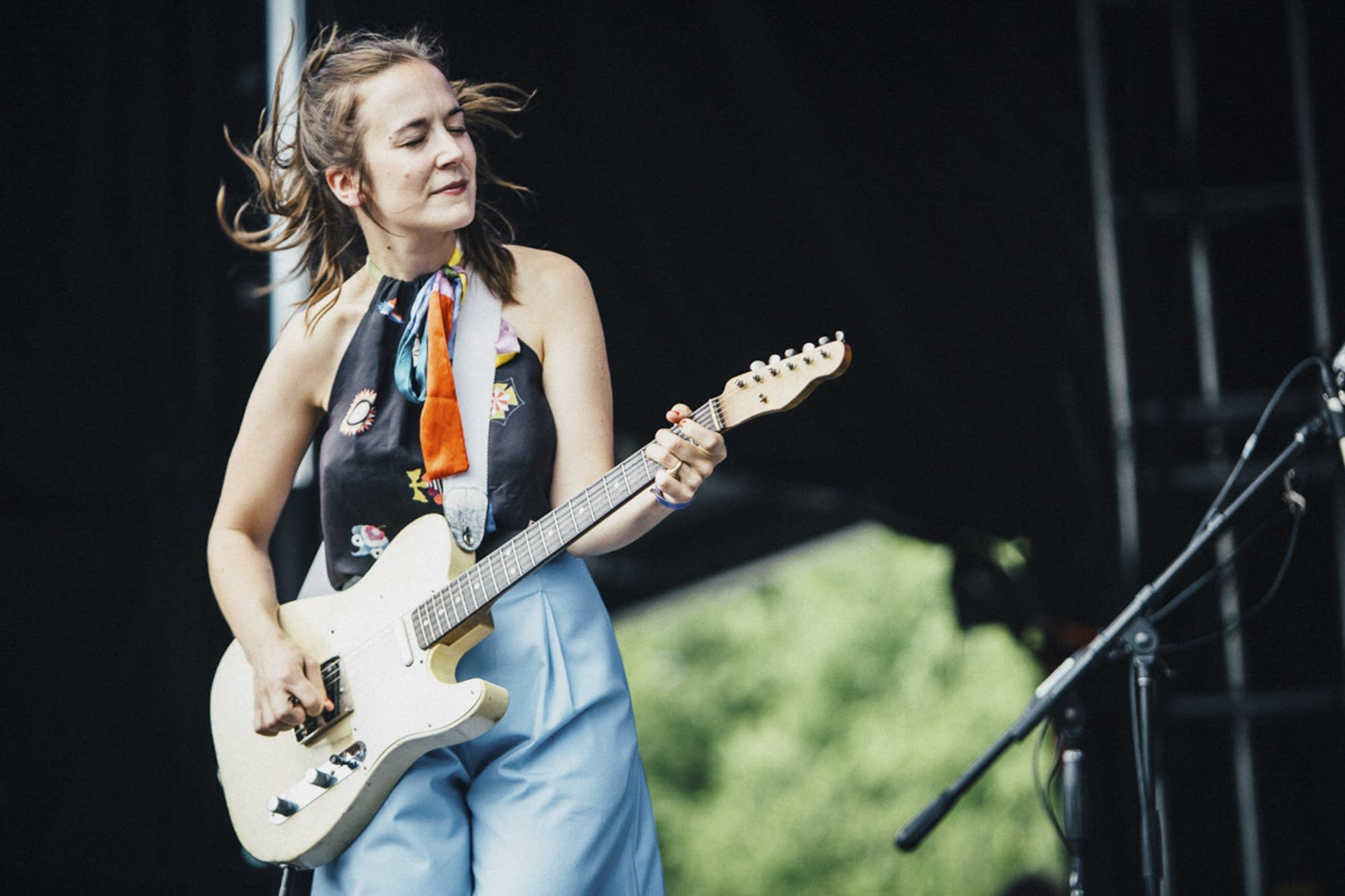 Margaret Glaspy whips her hair back and forth.