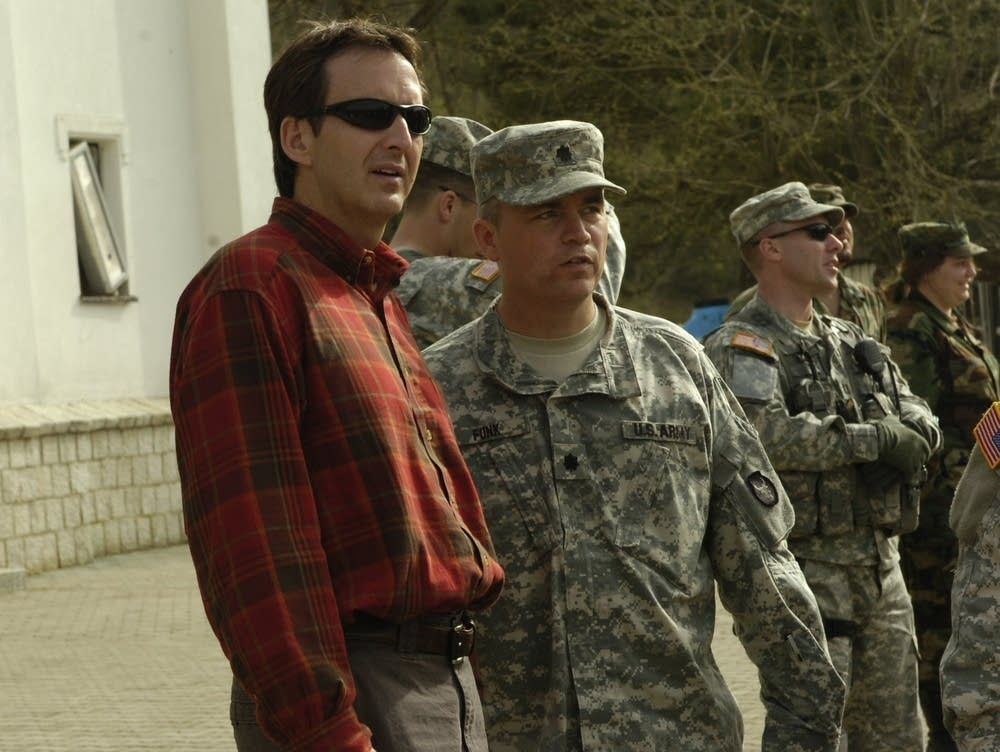 Gov. Pawlenty meets with soldiers