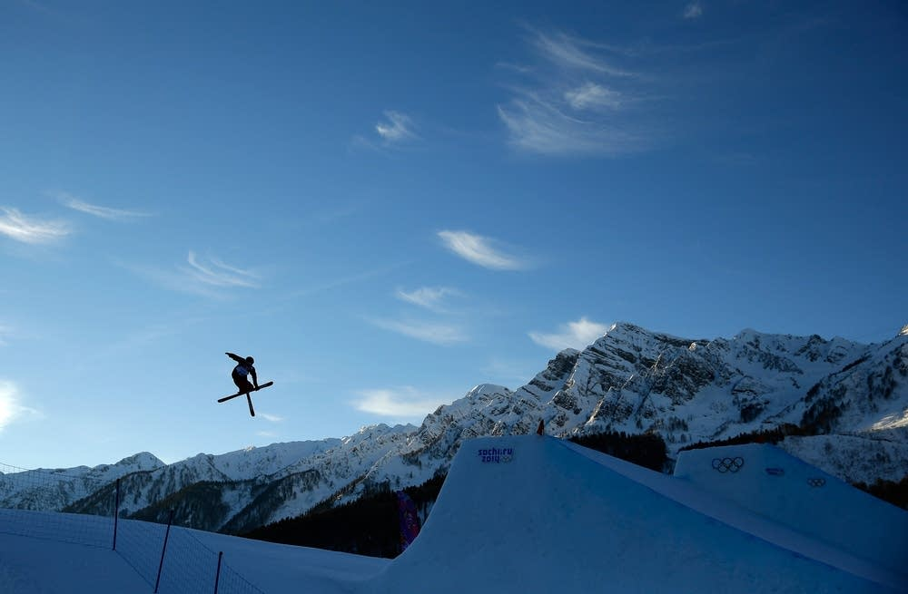 Slopestyle skiing