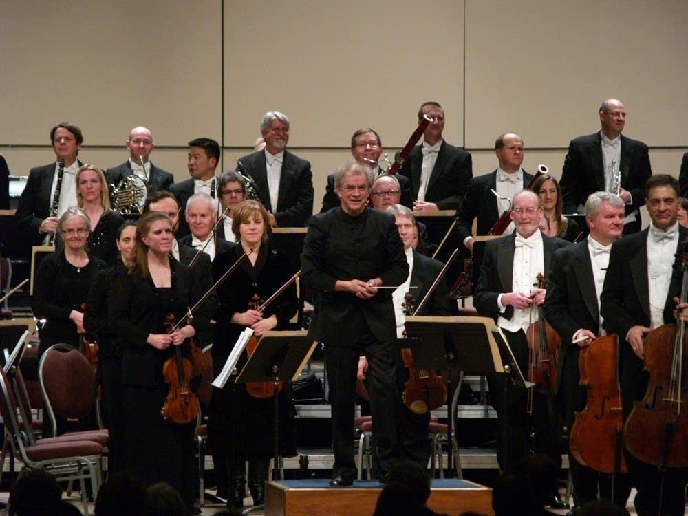 Osmo Vanska and orchestra
