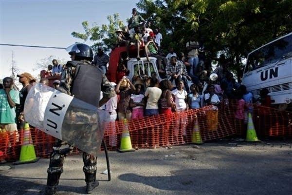 U.N. guards food distribution in Haiti