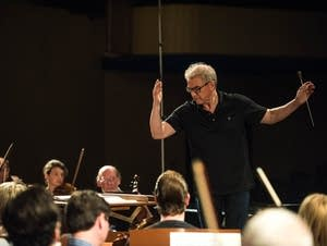 Osmo Vanska conducts at rehearsal
