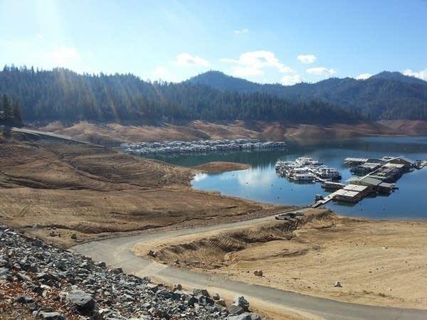 CC lake-shasta-drought-03Feb2014