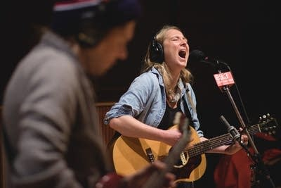 A8de69 20160114 lissie performs in the current studio