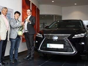 Daishin Kashimoto receives his new car