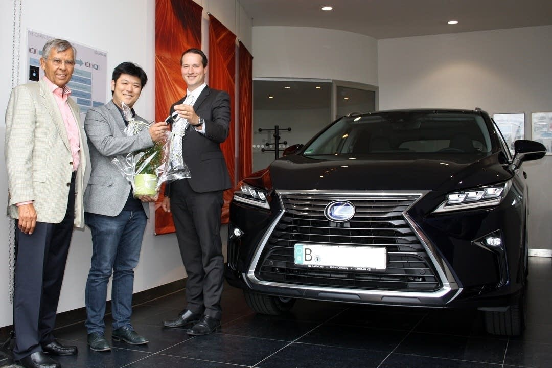 Daishin Kashimoto receives his new car