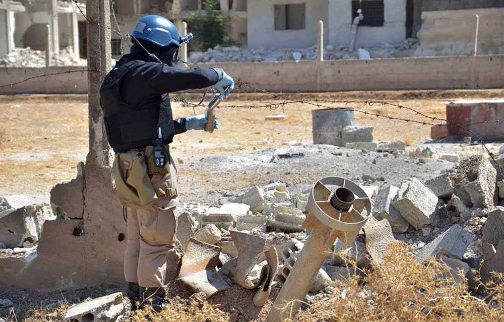 Sampling for chemical weapons in Syria