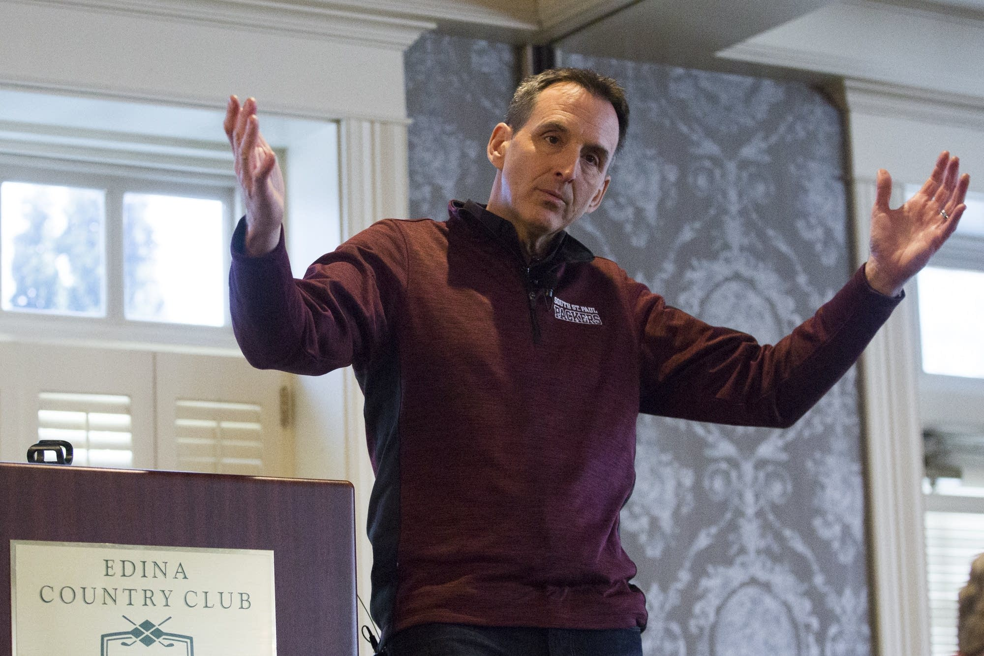 Tim Pawlenty speaks to a crowd about technology and innovation