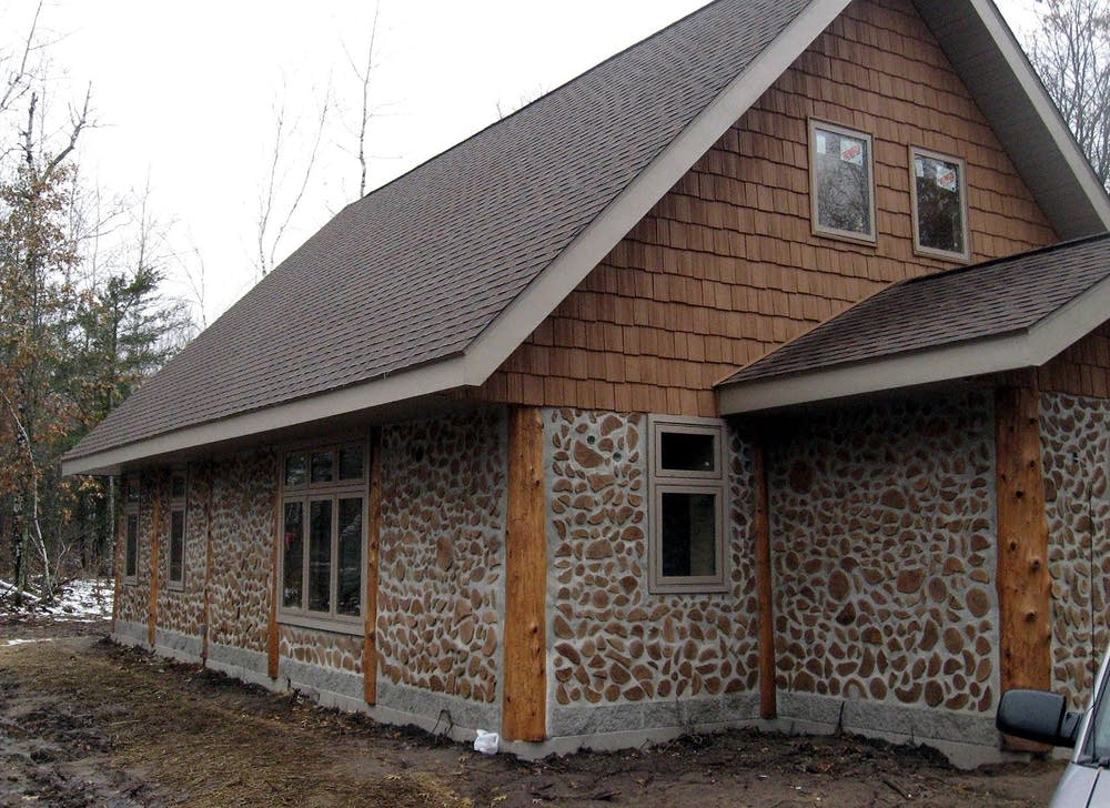 Builder hoping cordwood home design catches on minnesota for Home built house