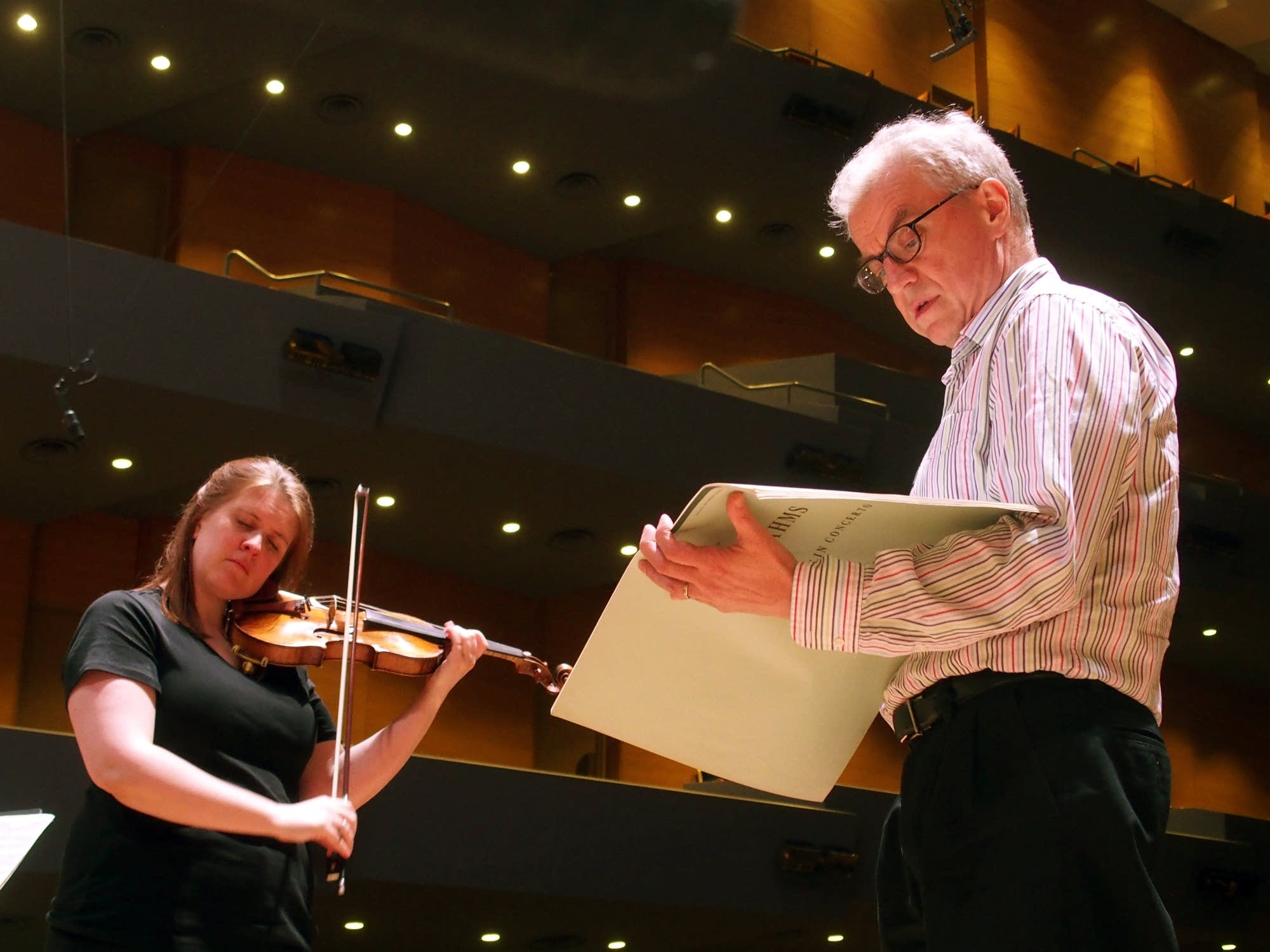 Erin Keefe rehearses with Osmo Vanska.