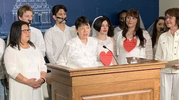 State lawmakers introduce a bill to ban marriage of minors.