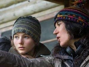 Thomasin McKenzie and Debra Granik discuss a scene on the set.