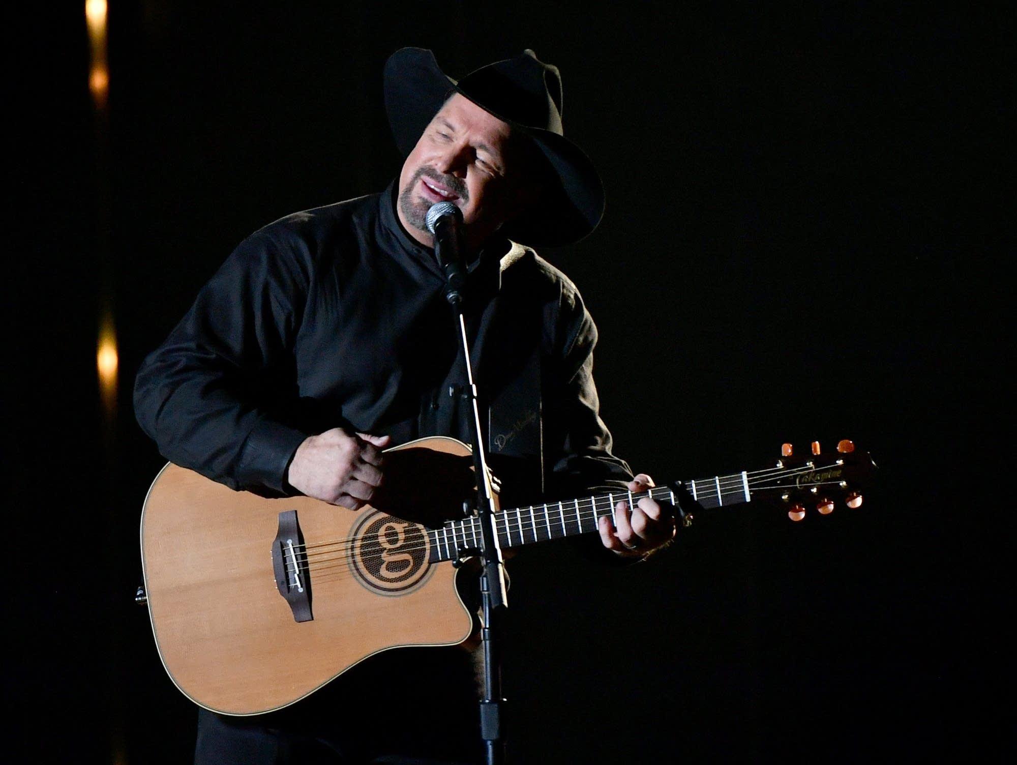 Singer-songwriter Garth Brooks