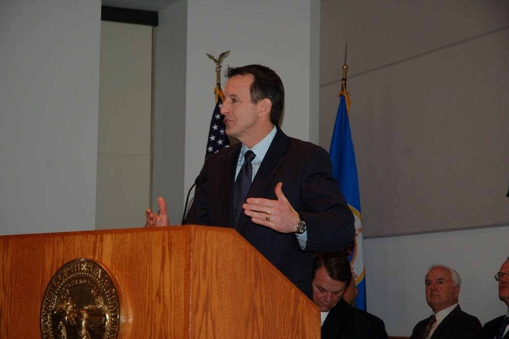Pawlenty delivers budget