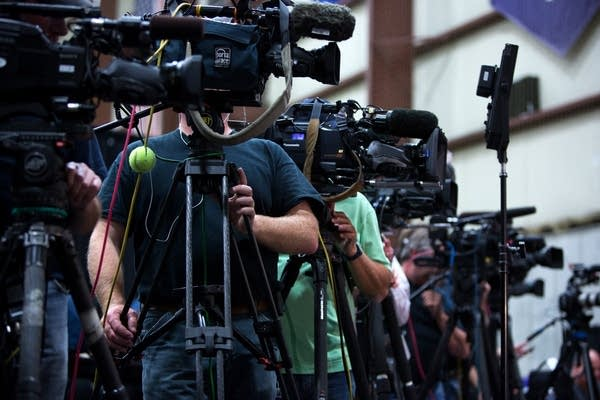 Photographers lined up for news conference