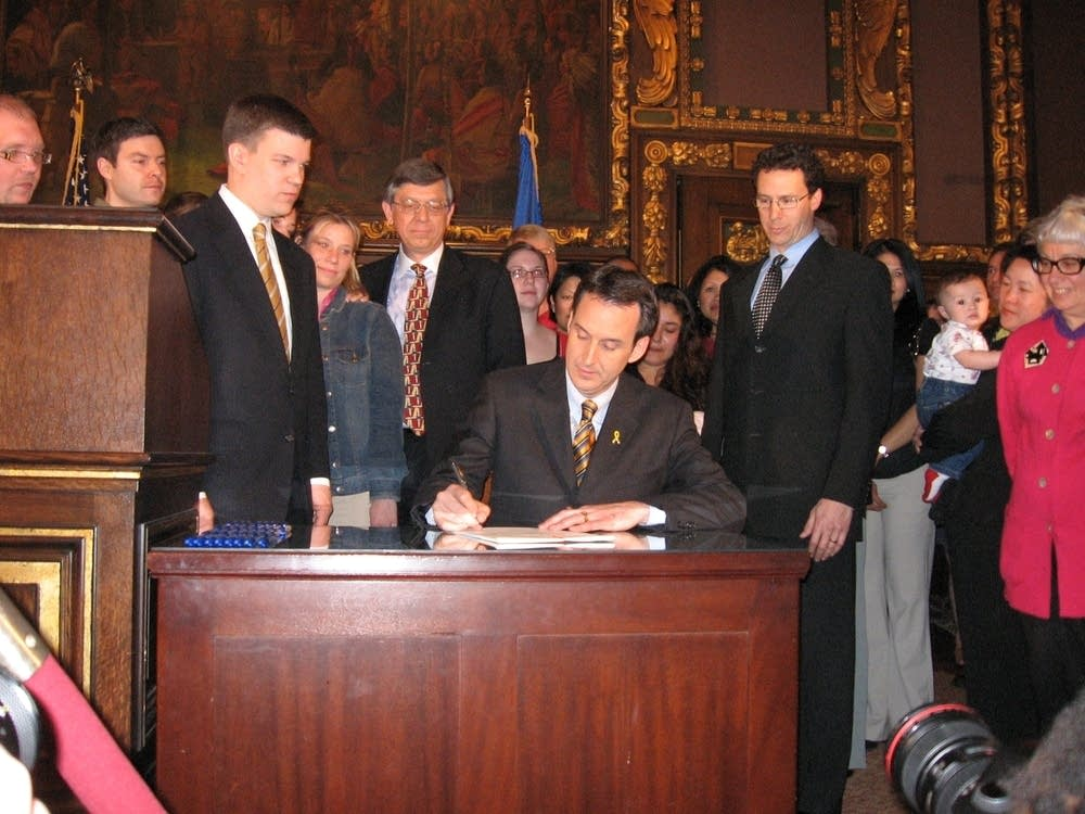 Pawlenty signs bridge fund