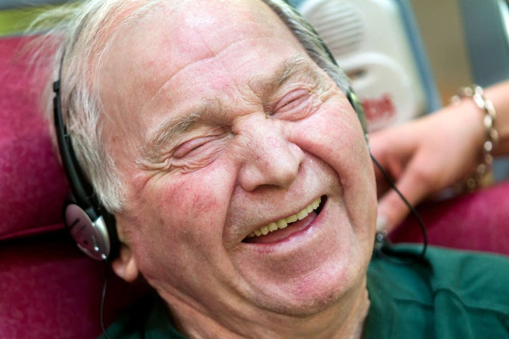 Harland Semke, 91, listens to Hank Williams on his