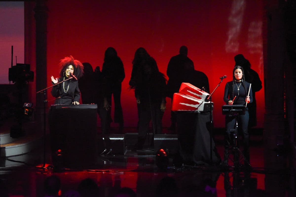 Ibeyi perform on 'The Late Show with Stephen Colbert'