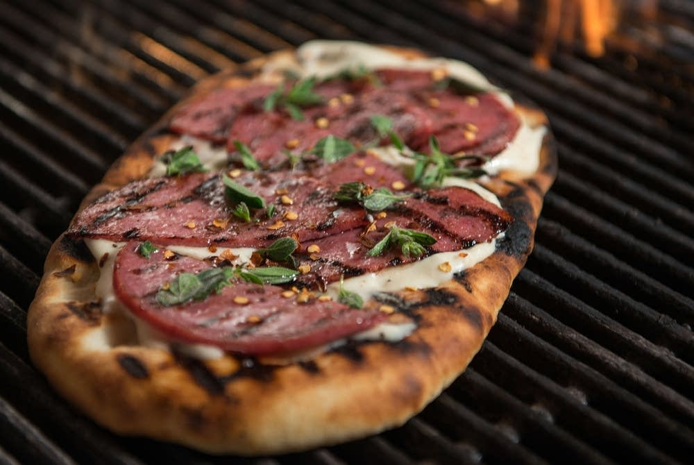 Grilled Venetian-style pizza