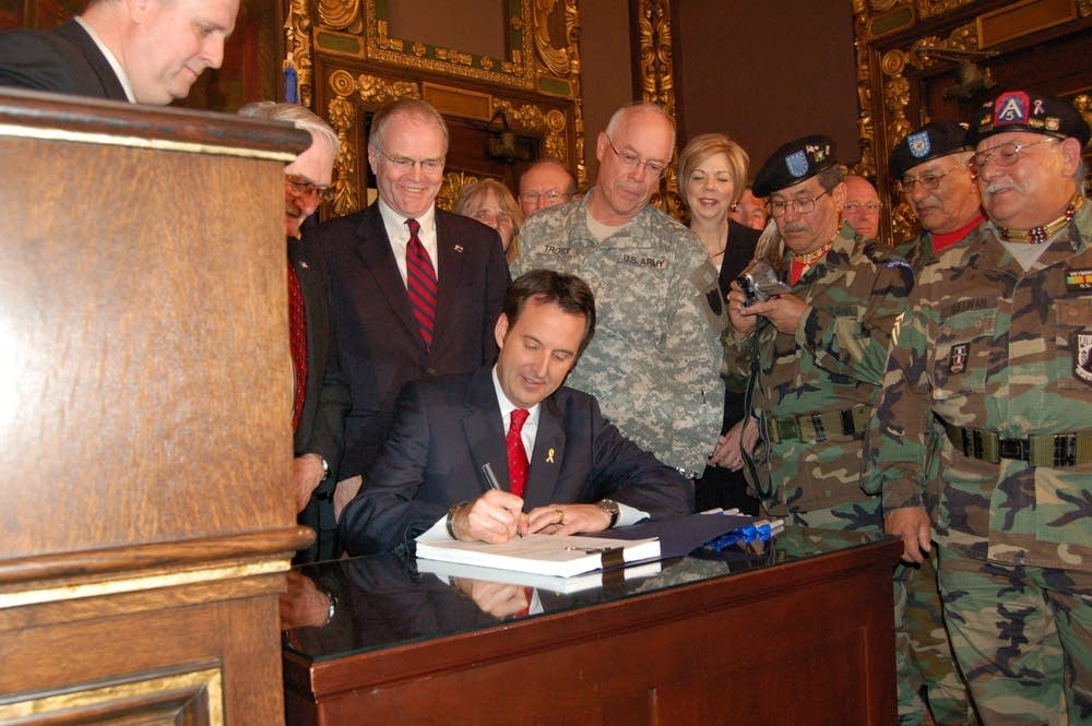 Gov. Tim Pawlenty signs bill