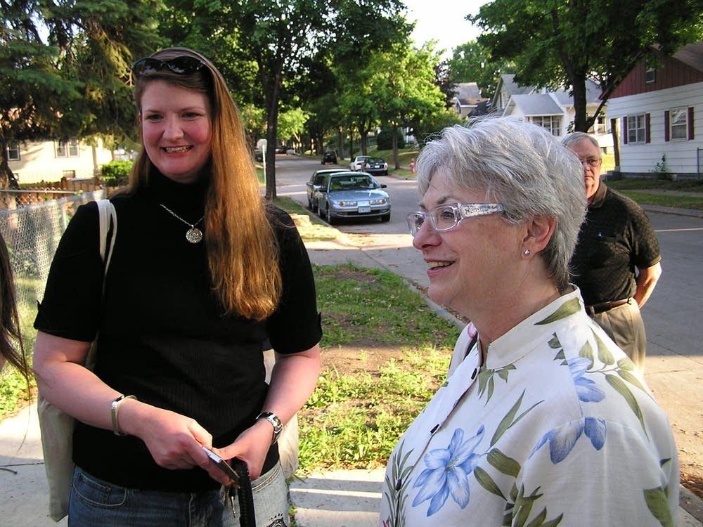 Stephanie Gruver (l) and Carolyn Olson