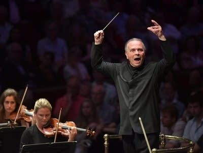 C2de87 20160826 mark elder conducts the halle orchestra