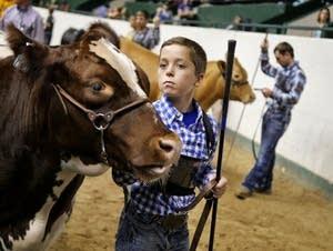 Owen Rozeboom, 12, waits to compete with Tarzan.