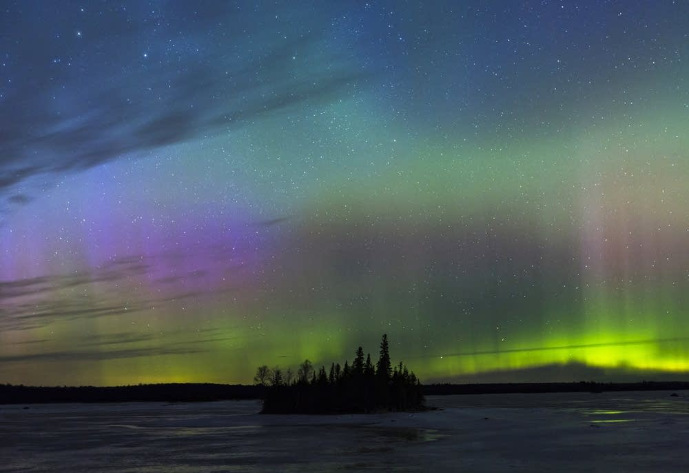 Stunning aurora borealis lights up Duluth skies