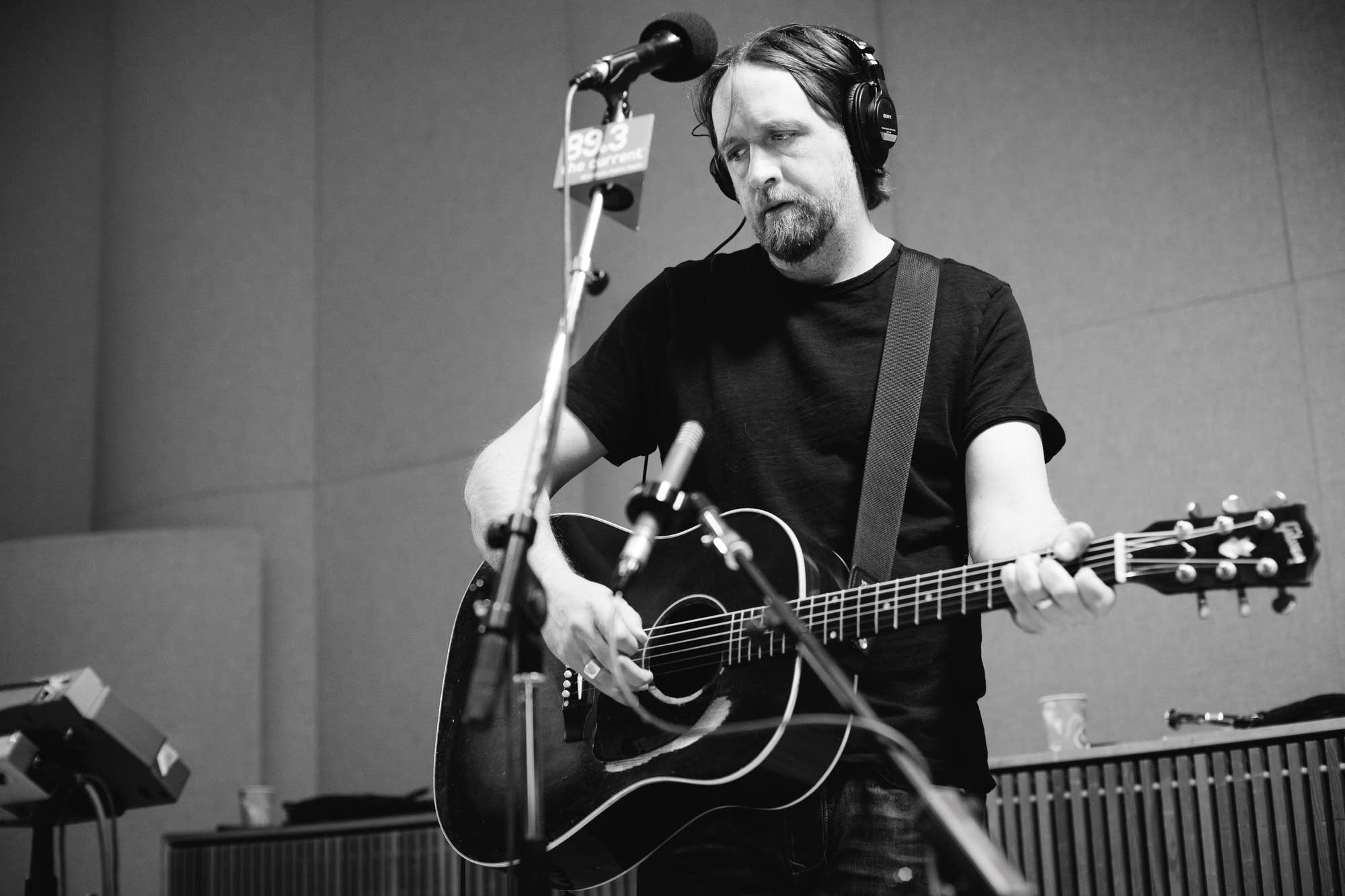 Hayes Carll performs in the Radio Heartland studio