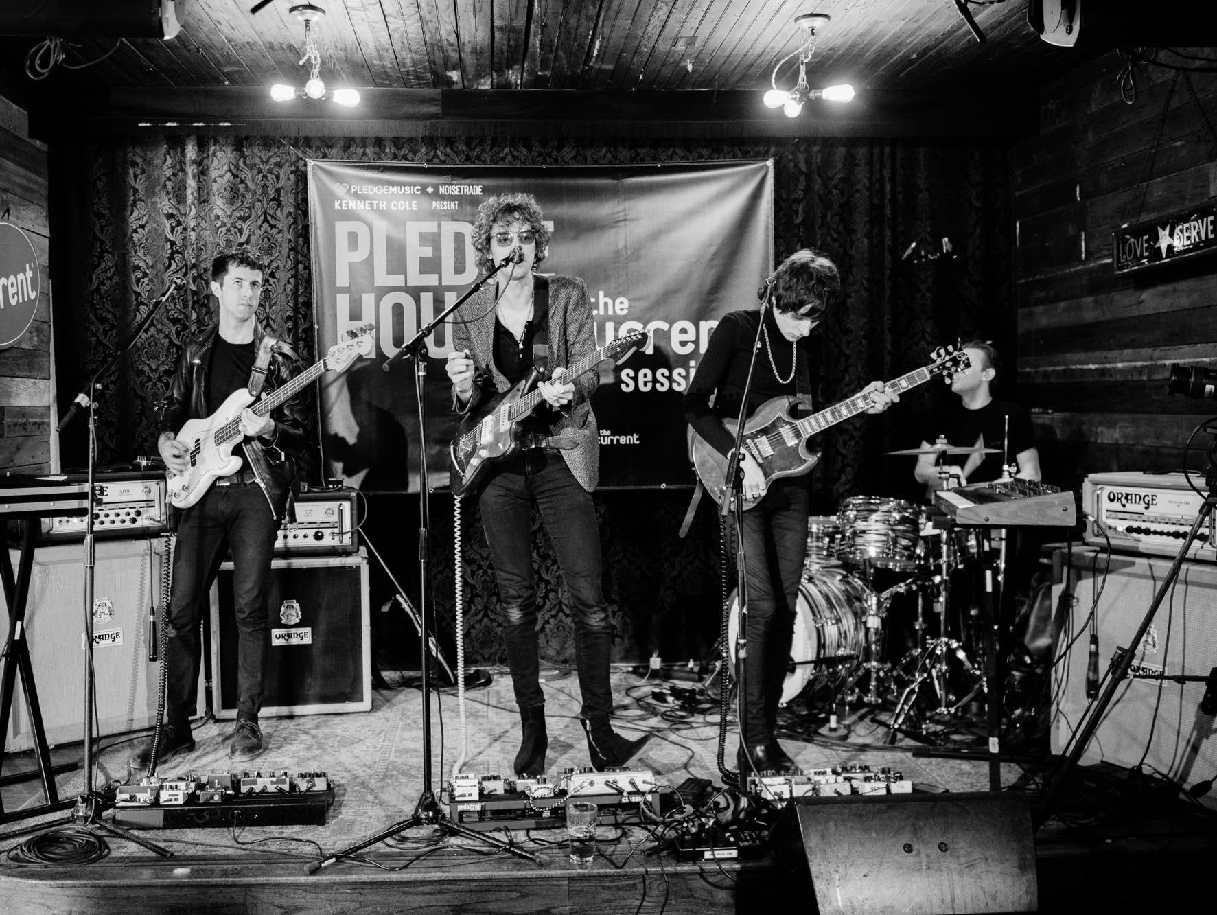 Warbly Jets live at Pledgehouse during SXSW