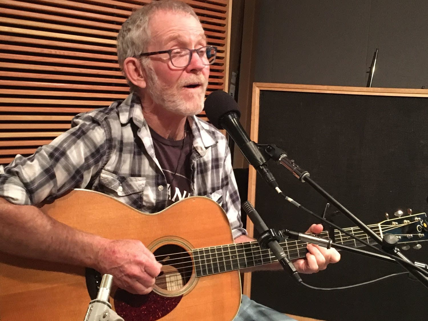 Johnsmith performs in the Radio Heartland studio