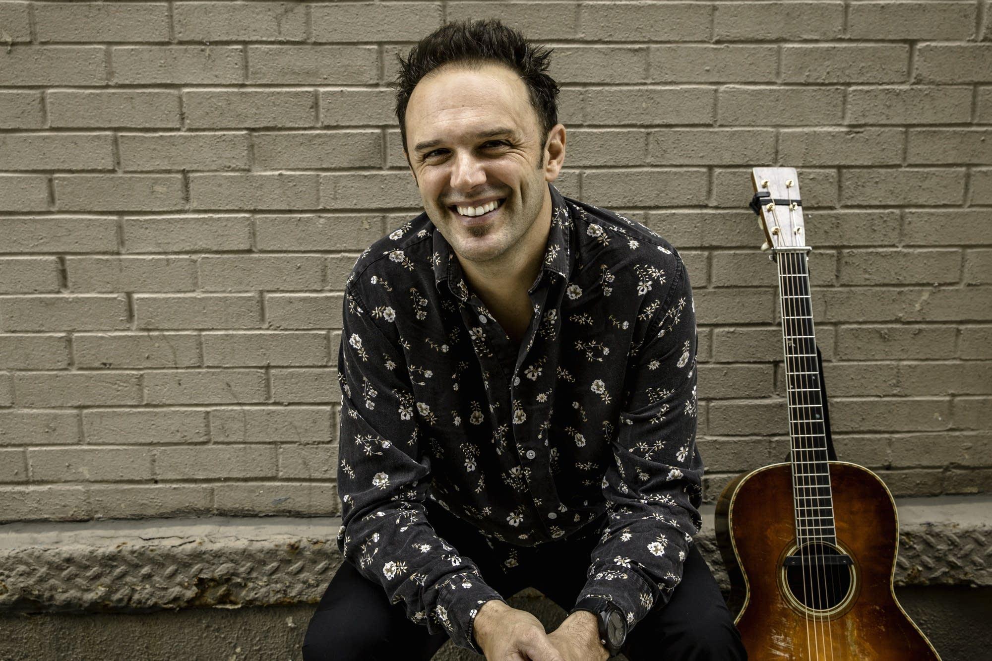 Singer-songwriter Mark Erelli