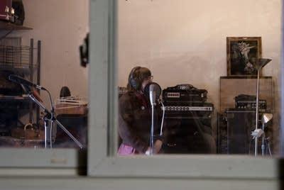 D2d9b3 20130222 beck hansens song reader recording session 4