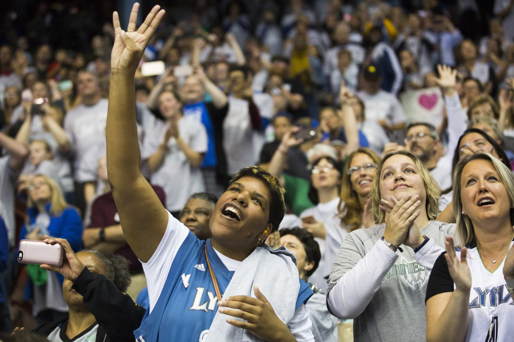 Lynx fan Terry McFarland holds the number four in the air