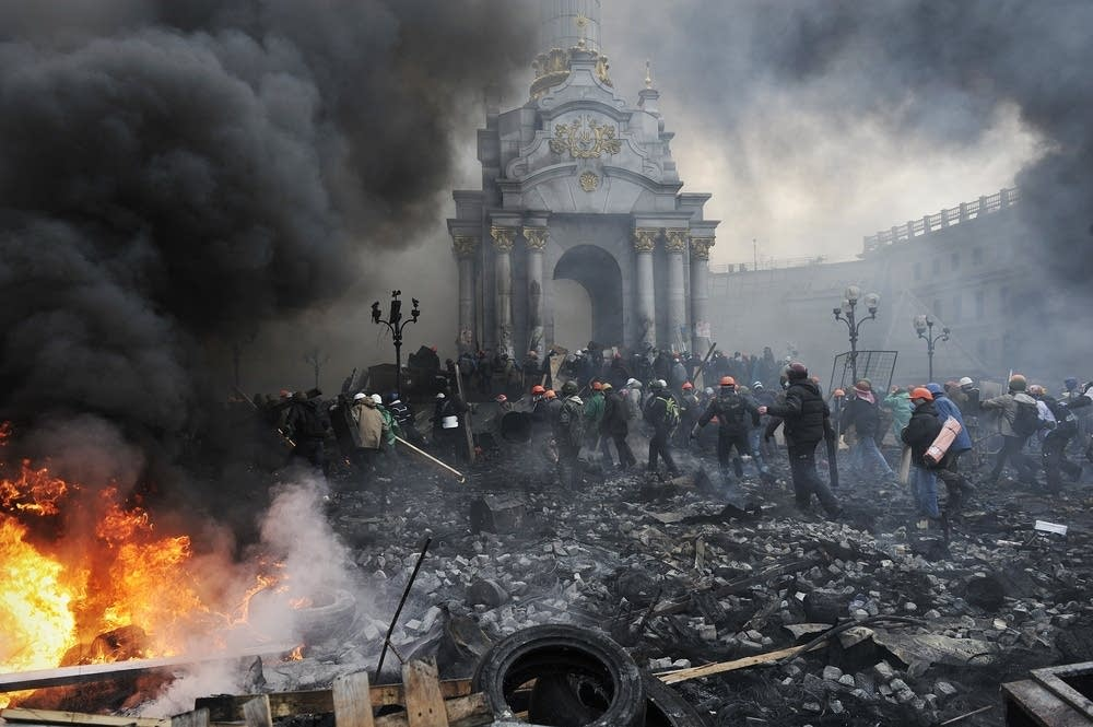 Ukraine protestors advance