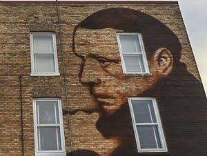A mural of Sinclair Lewis adorns the Palmer House.