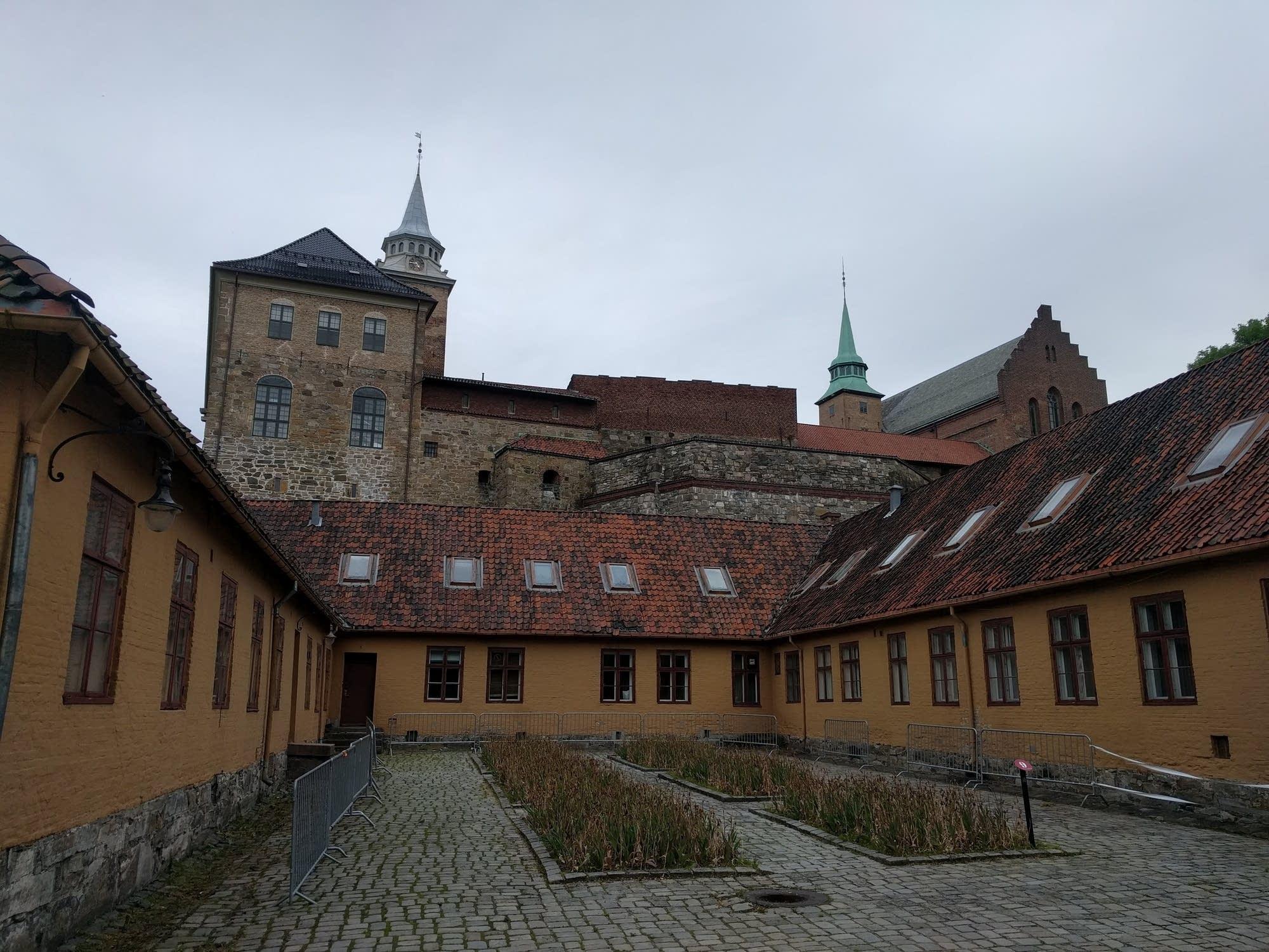 Oslo - 03 - castle courtyard