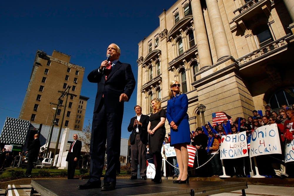 McCain continues campaign in Ohio